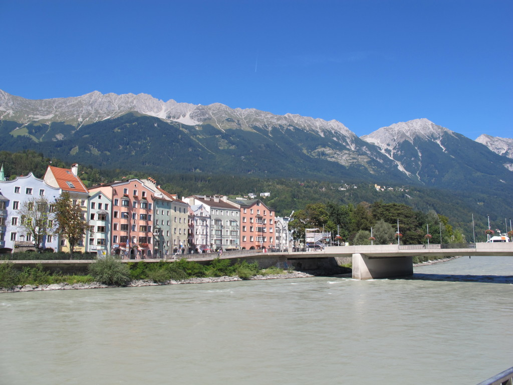 Chegando na cidade antiga de Innsbruck, com vista do Rio Inn