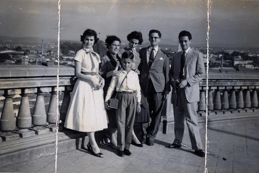 Vô Schubert e Vó Angélica com os filhos, meu pai com a máquina fotográfica na frente... ele nunca largou a máquina até seus últimos dias de vida!