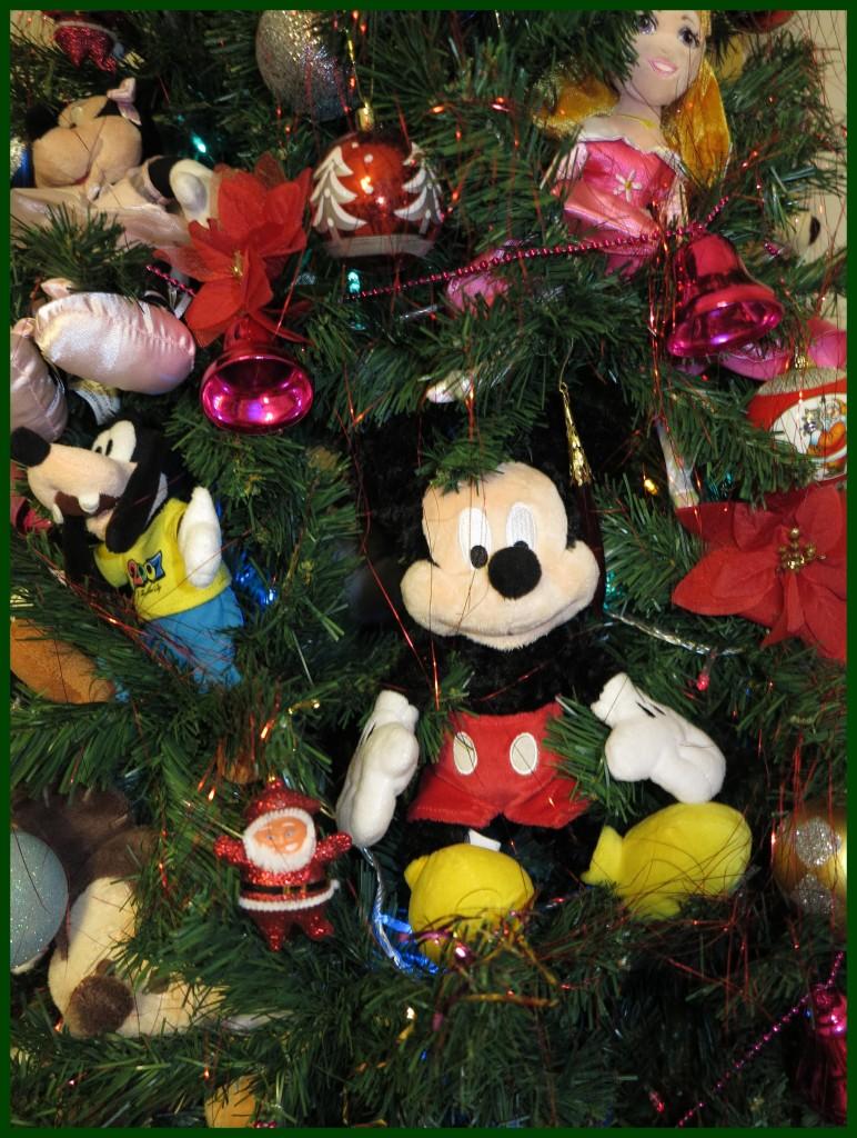 Este ano homenageamos nossas viagens para Disney na decoração. com todos os bonecos da Ellerim comprados nas viagens!