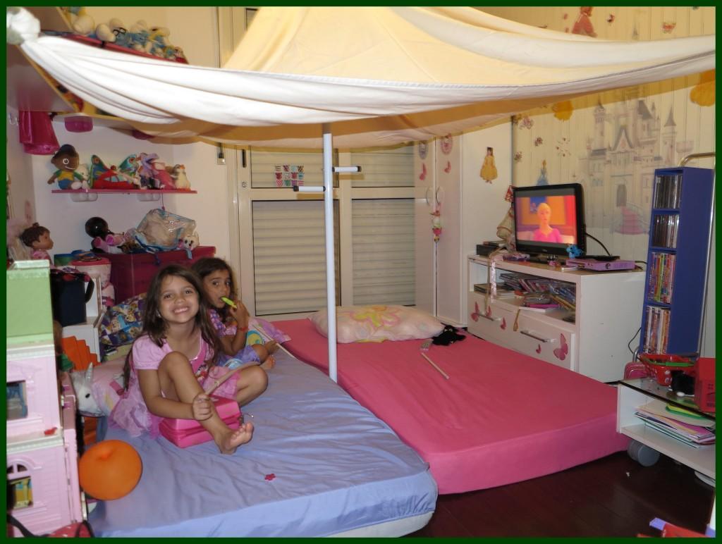 E depois é hora de assistir filme com pipoca e então dormir na barraca de natal!