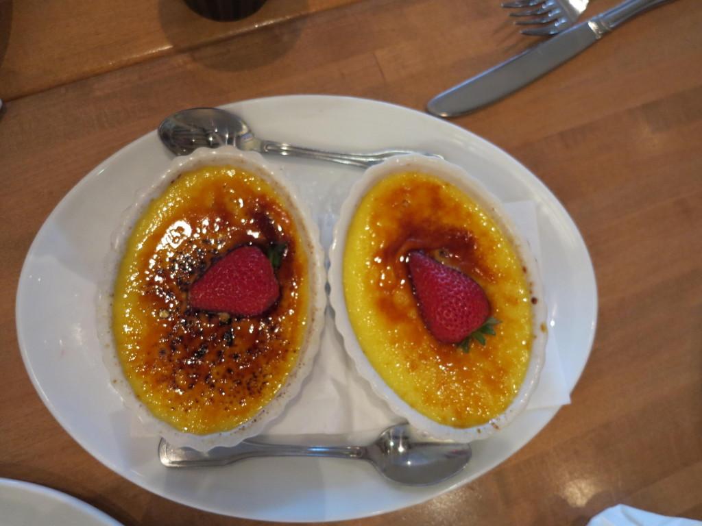 Crème brûlée delicioso também faz parte do plano de alimentação.