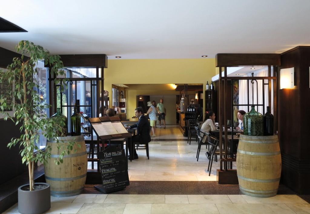 O hotel possui um restaurante que nos surpreendeu positivamente!