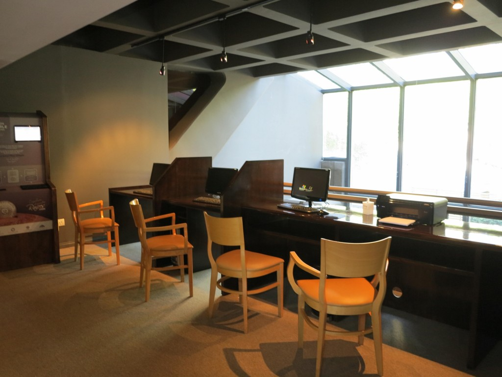 Além de WiFi grátis, o hotel também tem estação de trabalho à disposição.