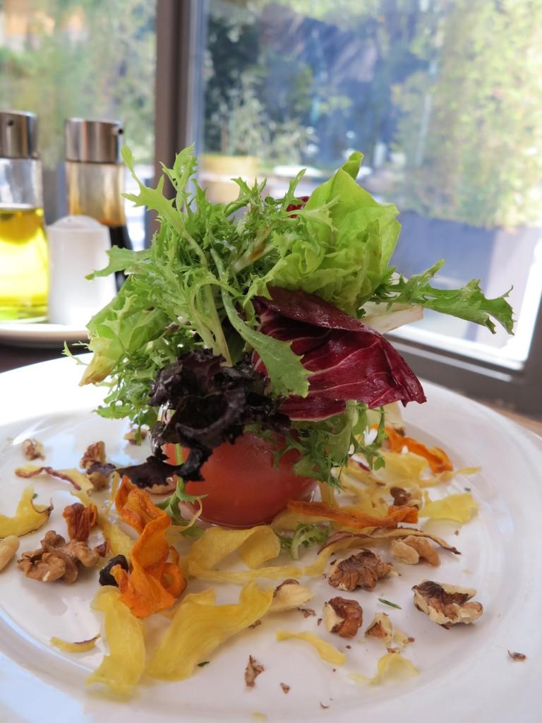 Salada no restaurante do hotel. Preço muito justo.