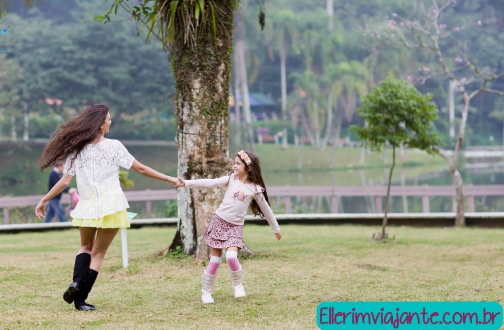 Parque Zoobotânico de Joinville - Muito gramado para brincar e correr.