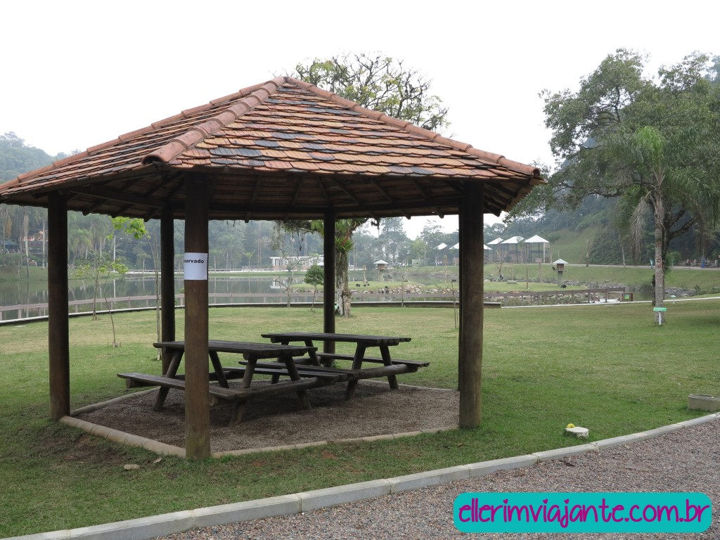Parque Zoobotânico de Joinville - vários quiosques para descansar e fazer piqueniques.
