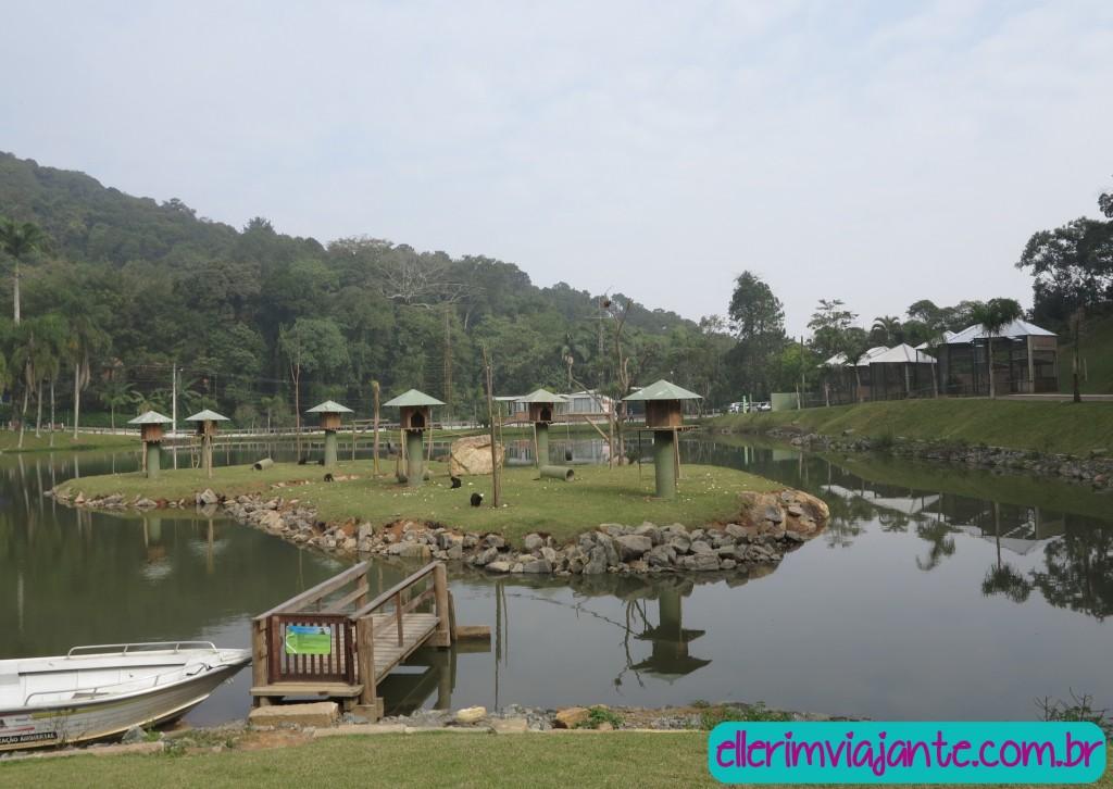 Parque Zoobotânico de Joinville - a Ilha dos Macacos rende lindas fotos, e muita distração para as crianças.