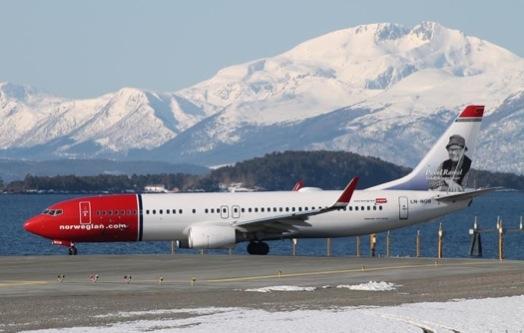 low cost Norwegian Airlines, cujos aviões estampavam na cauda, os rostos de grandes nomes da cultura norueguesa.