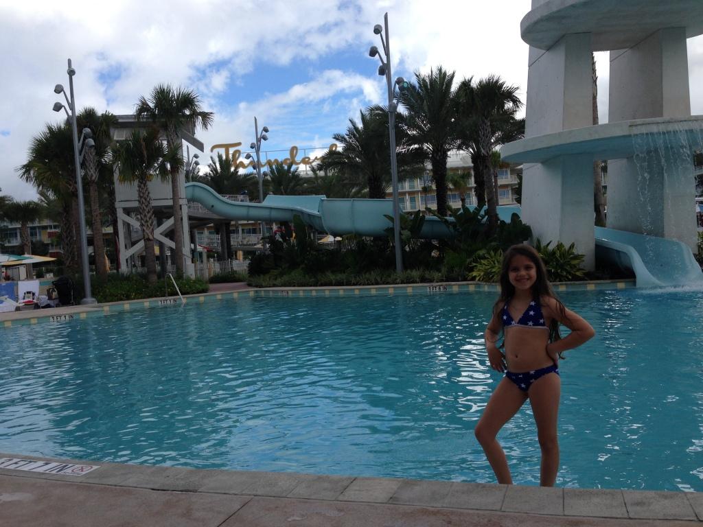 Nós amamos a piscina do hotel! Passamos muito tempo lá. Na maioria das viagens quase não paramos nos hotéis, mas quando ficamos num hotel tão legal é sempre bom tirar um tempinho para aproveitá-lo.