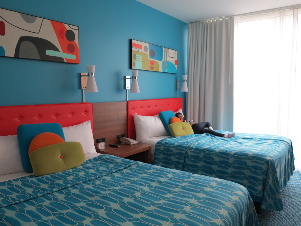 O quarto é normal para os padrões de econômico e moderado de Orlando.