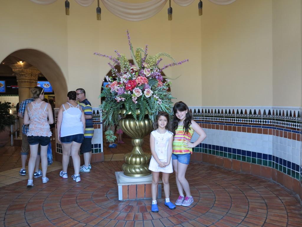 A entrada do restaurante é muito charmosa, e já vale várias fotos!