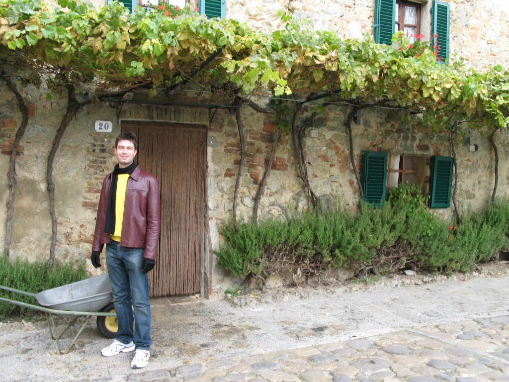 Aproveite para passear e se perder nas ruazinhas de Monteriggioni ... afinal, é impossível se perder aqui!