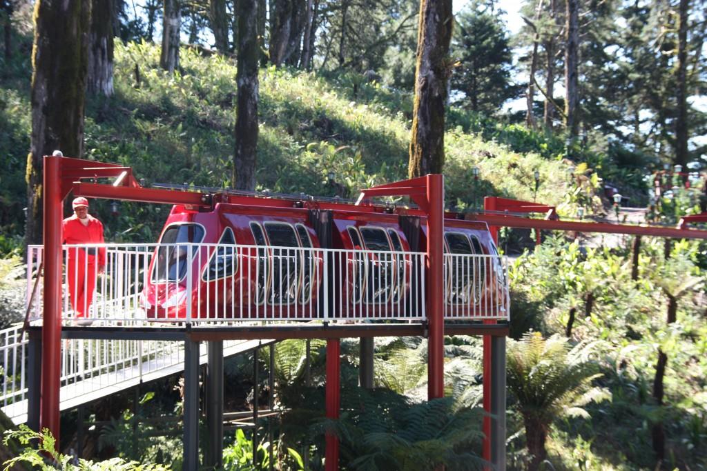 Monorail entre a Casa e a Fábrica do Papai Noel