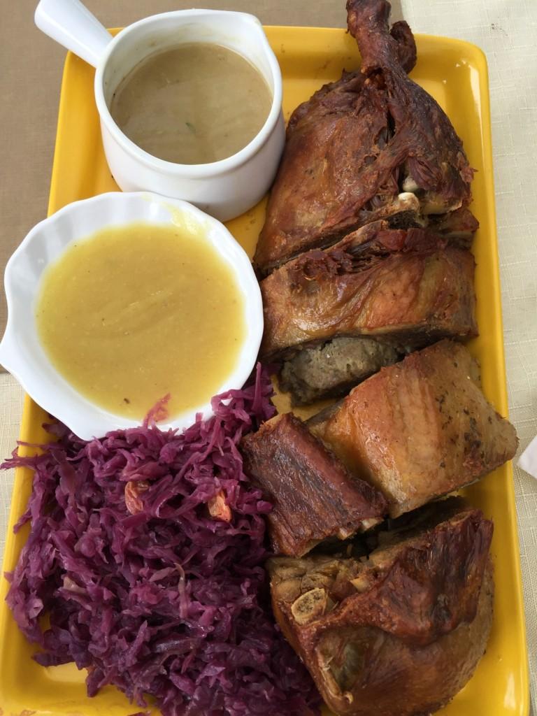 Nós, como sempre, aproveitamos nossa comida típica Joinvillense favorita: marreco recheado com  feller e repolho roxo