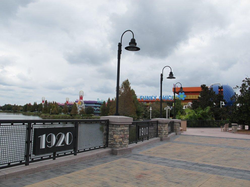 Esta é a ponto que dá acesso ao Art of Animation, o mais novo hotel econômico da Disney! Você pode visitar o hotel. Com certeza vale à pena. Você pode reservar um dia inteiro, ou dois meios dias para aproveitar ambos os hotéis.