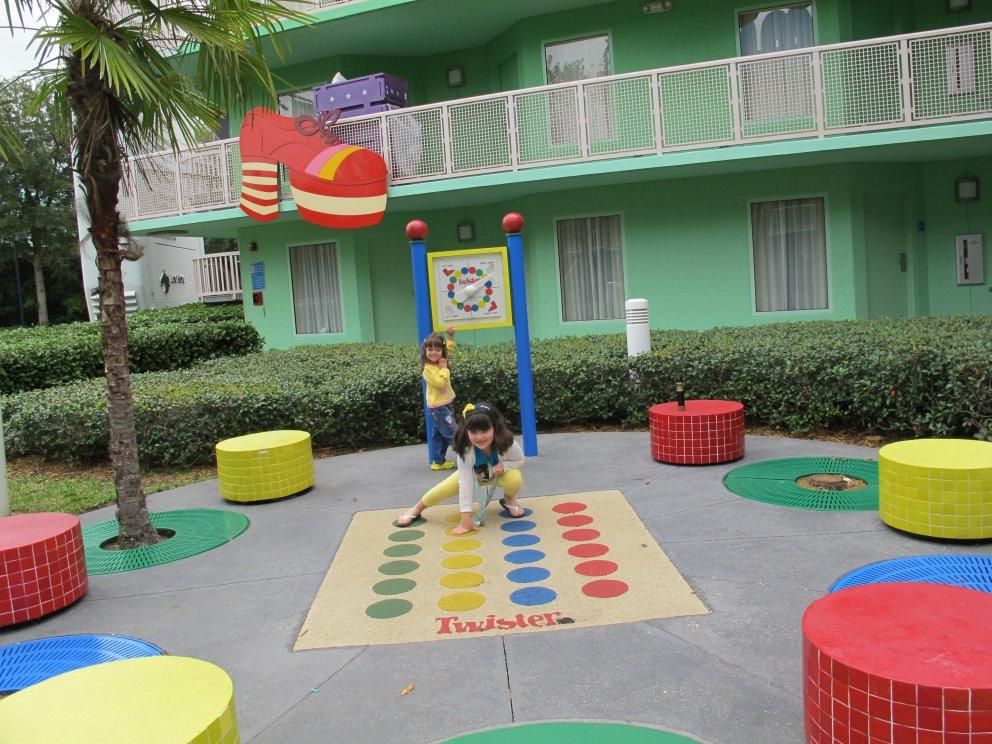 Pelos caminhos do hotel há diversas brincadeiras para as crianças. É diversão sem fim!