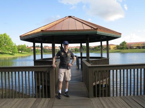 Pier para pesca no lago do condomínio.