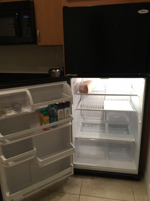 Surpresa quando chegamos, a geladeira tinha leite, pão, suco, geléia e manteiga!