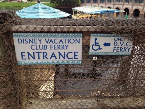 Indicação dos barcos para Downtown Disney
