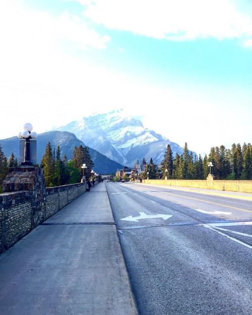À caminha da Cidade de Banff