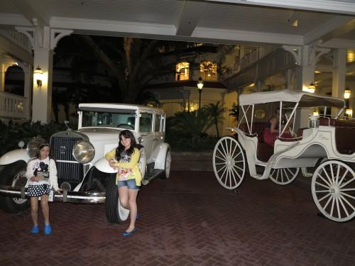 Chegando no hotel Grand Floridian pela estaçaõ de ônibus
