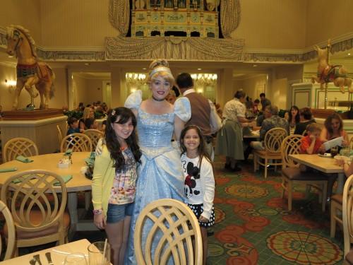 As meninas com a Cinderela