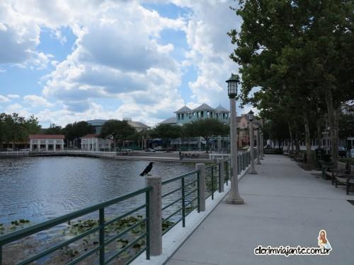 Aproveite para caminhar ao redor do lago
